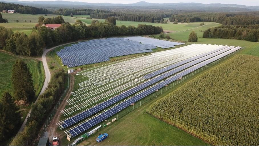 image-Energie solaire photovoltaïque (PV) : baisse conjointe du coût et de l'impact environnemental